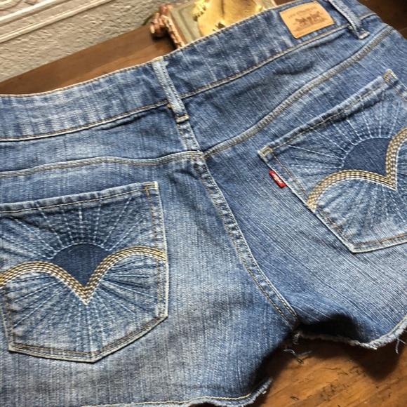 Levis shorts size 7